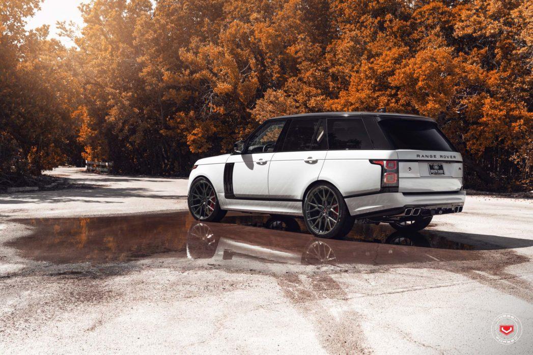 Range-Rover-Vossen-Forged-M-X3-©-Vossen-Wheels-2018-1011-1047x698